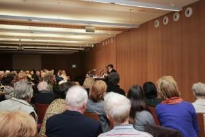 Aufmerksame Zuhörer für Dagmar Nick & Antonio Pellegrino. Bildrechte bei Marine Maisel.